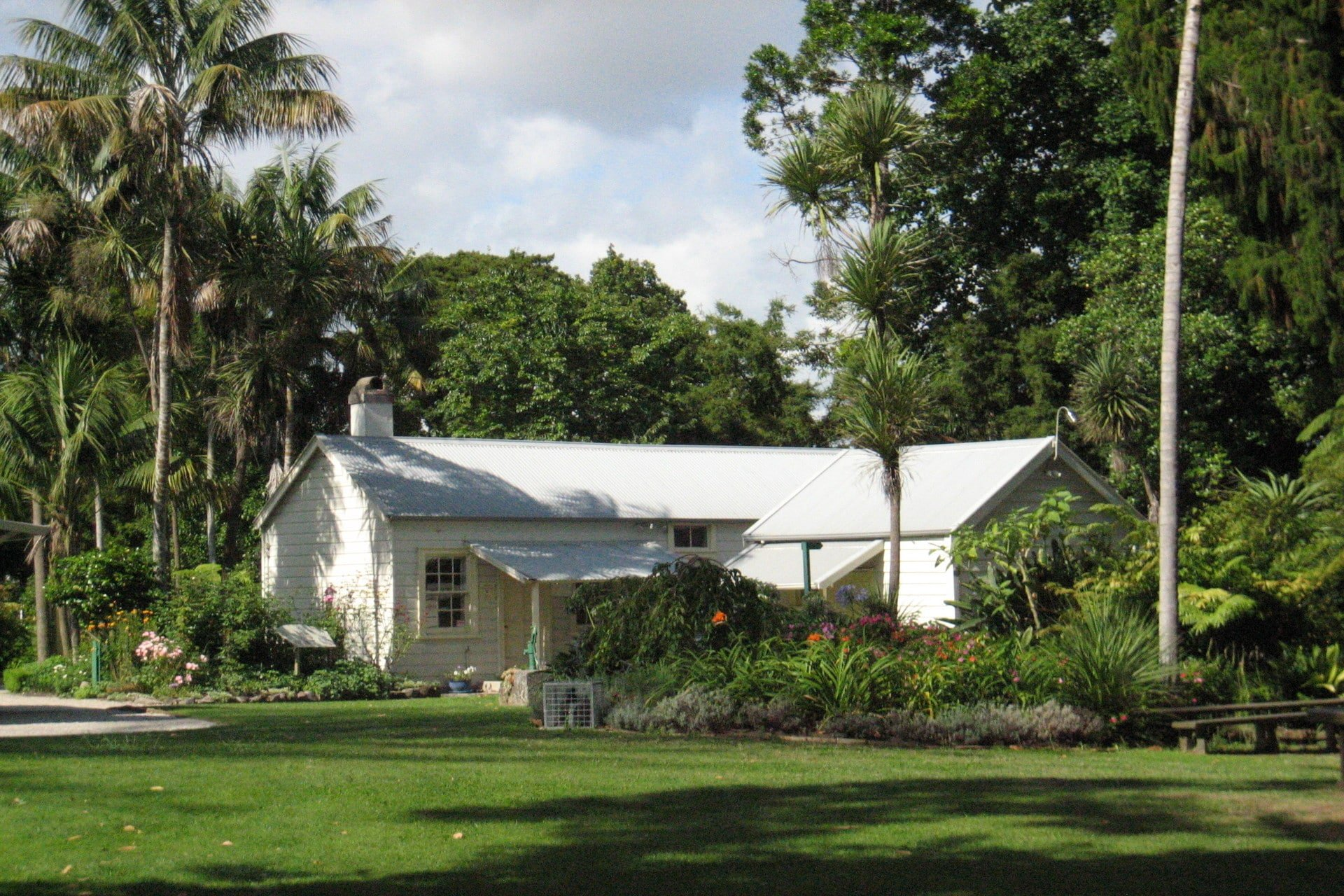 The-Elms-Mission-House-and-yard