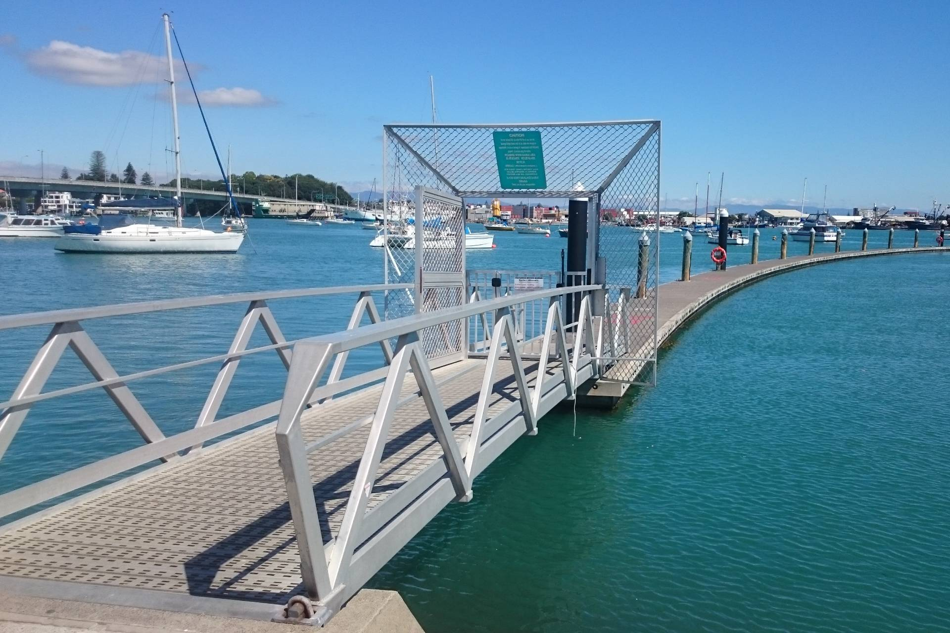 public-fishing-pontoon-tauranga-bridge-marina