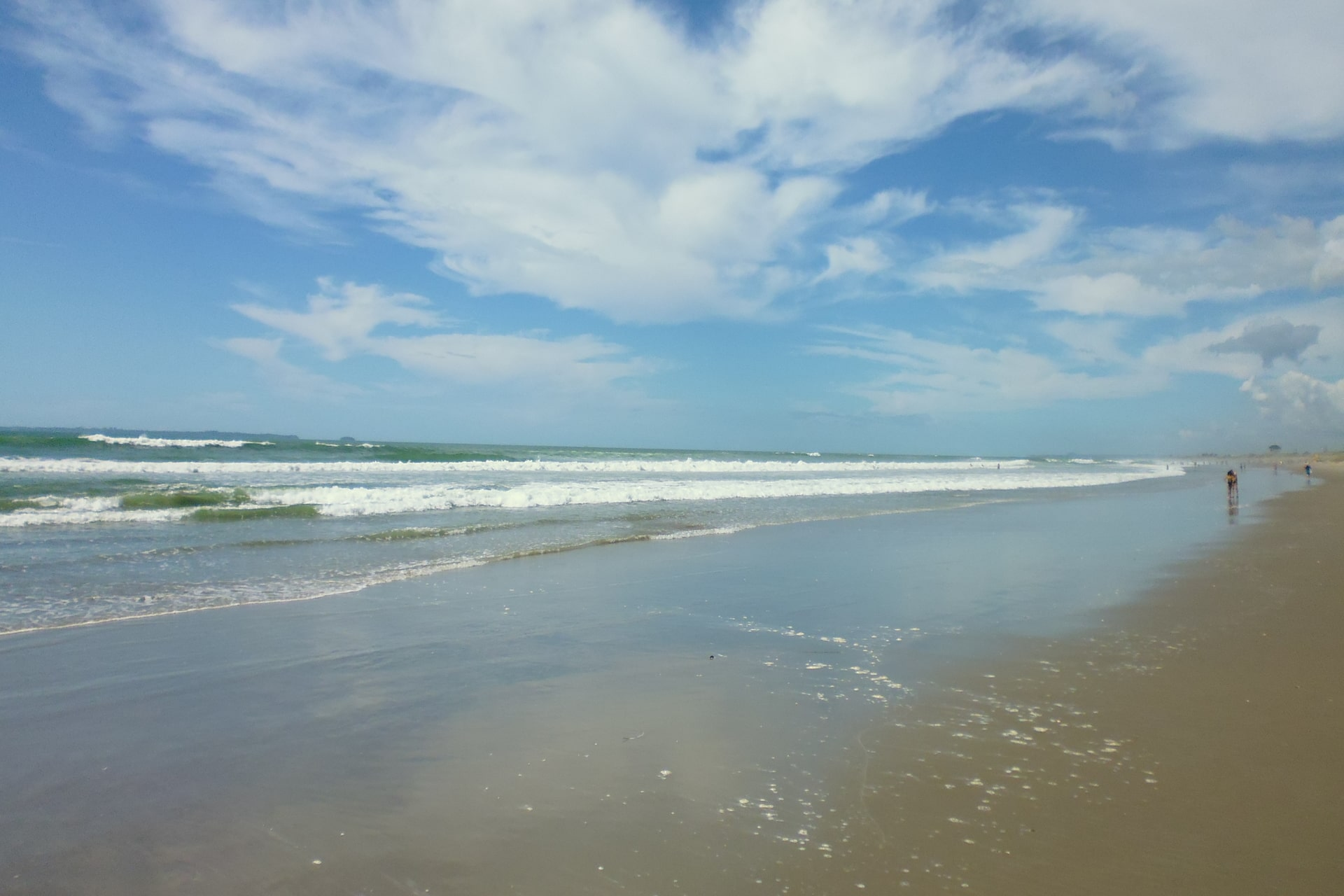waves-at-papamoa-beach